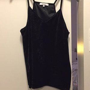Black tank top for a night out 🌟